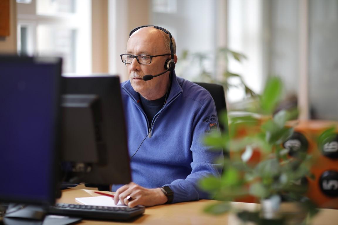 Veel eenzame ouderen bellen in de zomer naar de Luisterlijn